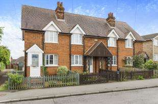 2 Bedrooms House for sale in Church Lane, Chessington, Surrey, United Kingdom