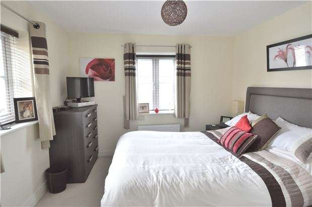 5 Bedrooms Detached House for sale in HORLEY, RH6