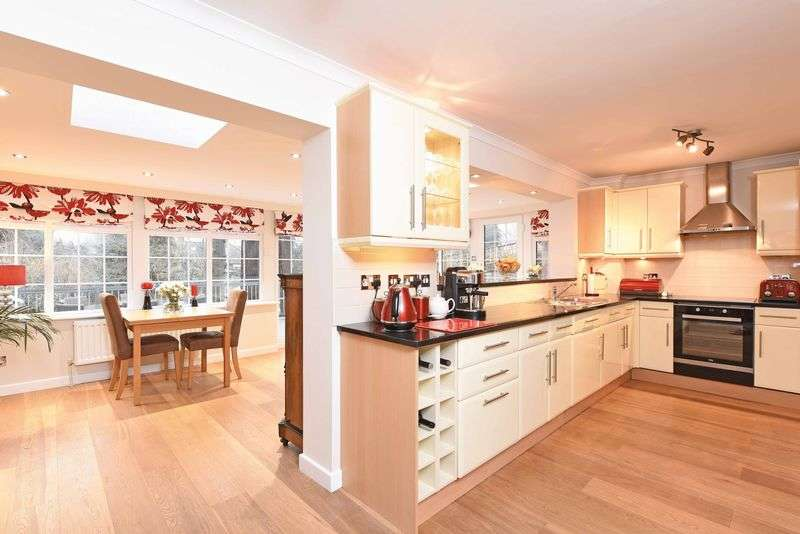 3 Bedrooms House for sale in Auclum Close, Burghfield Common