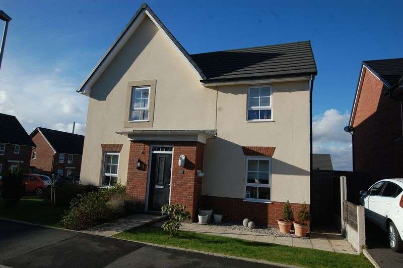 4 Bedrooms Detached House for sale in Rayleigh Close, Manchester