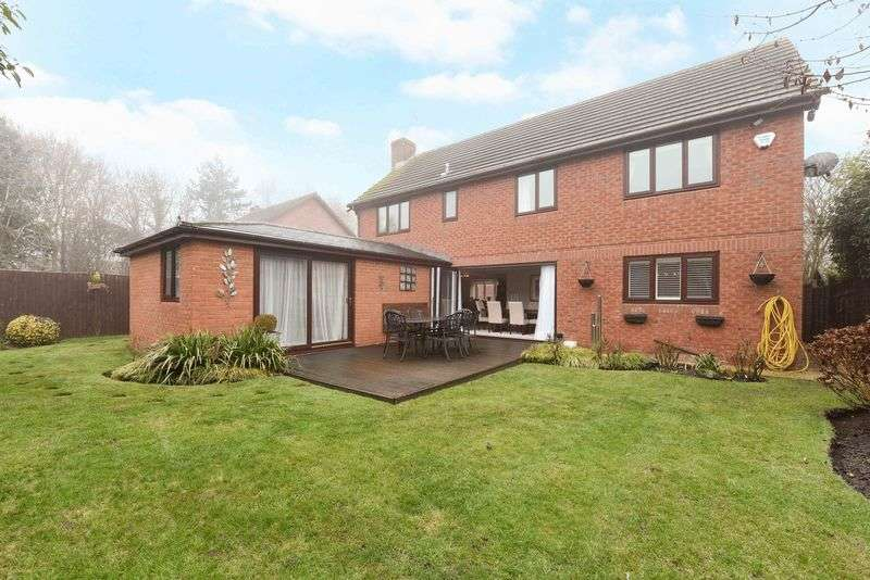 5 Bedrooms Detached House for sale in Forge Close Bramley