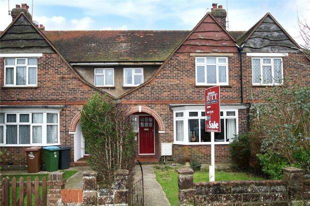 3 Bedrooms Terraced House for sale in Henry Avenue, Rustington, West Sussex, BN16
