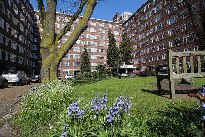 1 Bedroom Flat for sale in Du Cane Court, Balham High Road, Balham, SW17