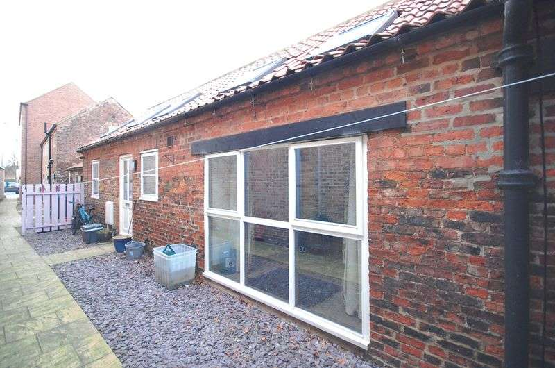 2 Bedrooms Terraced House for sale in Applegarth Mews, Northallerton