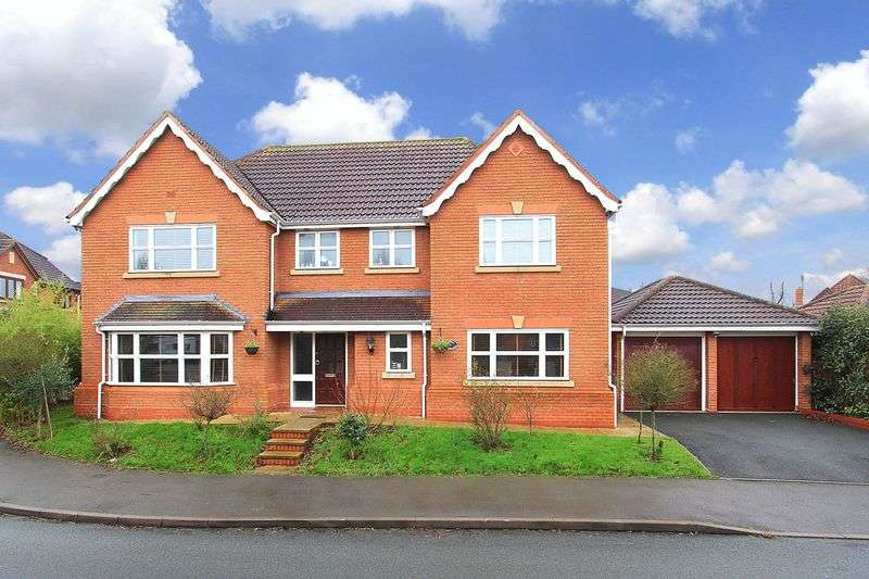 5 Bedrooms Detached House for sale in CODSALL, Old Farm Drive