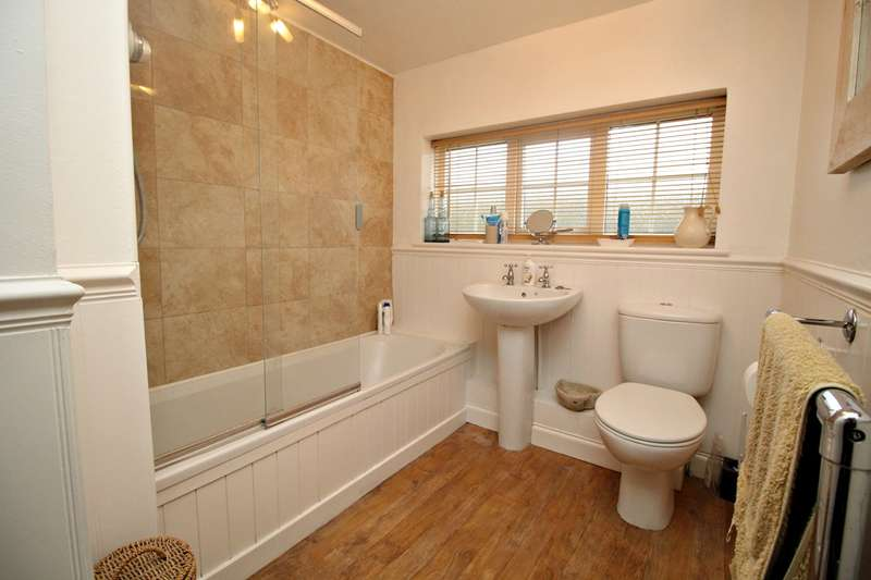 4 Bedrooms Detached House for sale in Coach Drive, Hitchin, SG4