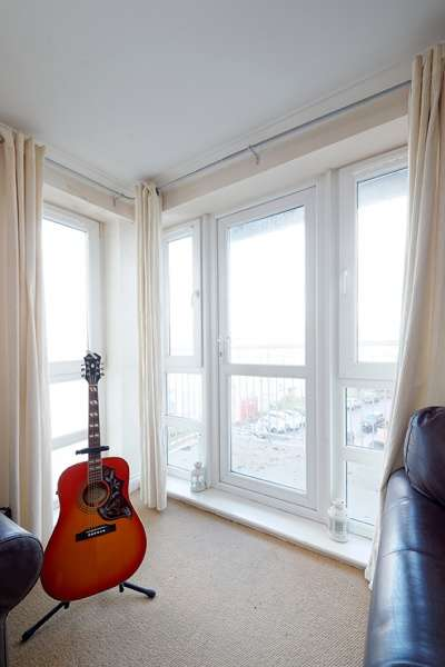 2 Bedrooms Flat for sale in Brunswick Road, Edinburgh, EH7 5GX