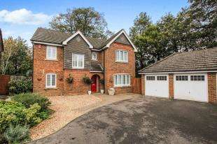 5 Bedrooms Detached House for sale in Dean Way, Storrington, Pulborough, West Sussex