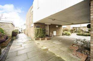 4 Bedrooms Terraced House for sale in Astor Court, Ham View, Shirley, Croydon