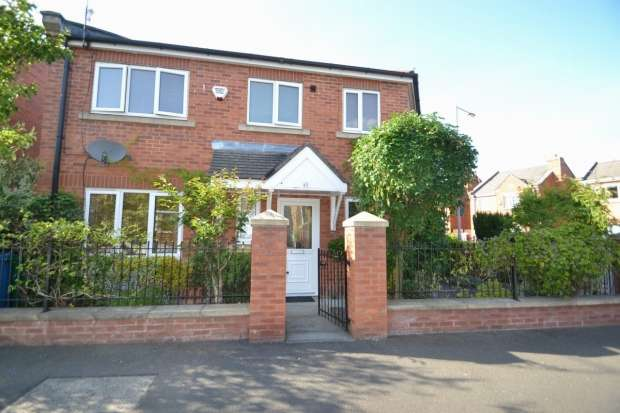 3 Bedrooms Semi Detached House for sale in Yew Street Hulme M15 5yw Manchester