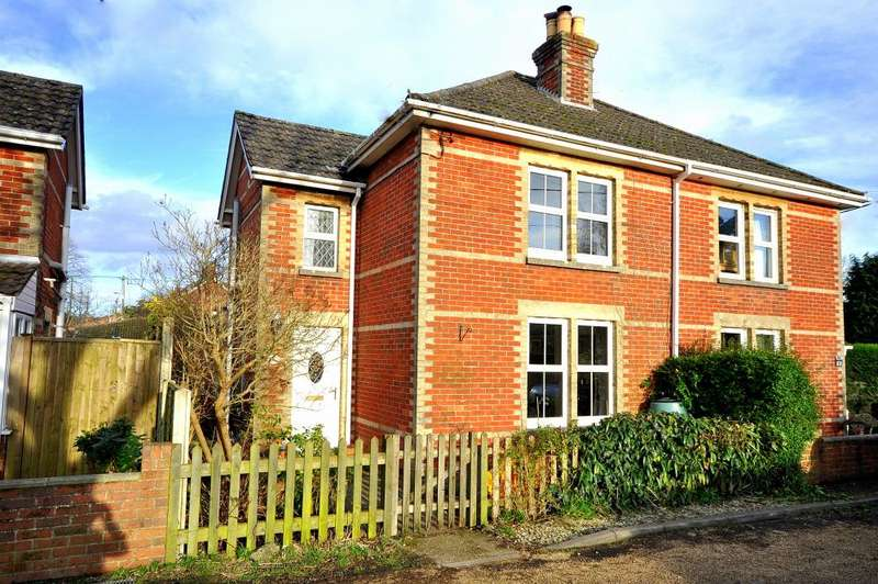 3 Bedrooms Semi Detached House for sale in Woodstock Lane, Ringwood, BH24 1DT