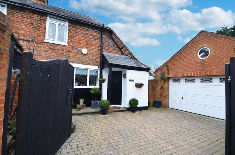 2 Bedrooms Semi Detached House for sale in Straight Bit, Flackwell Heath, HP10