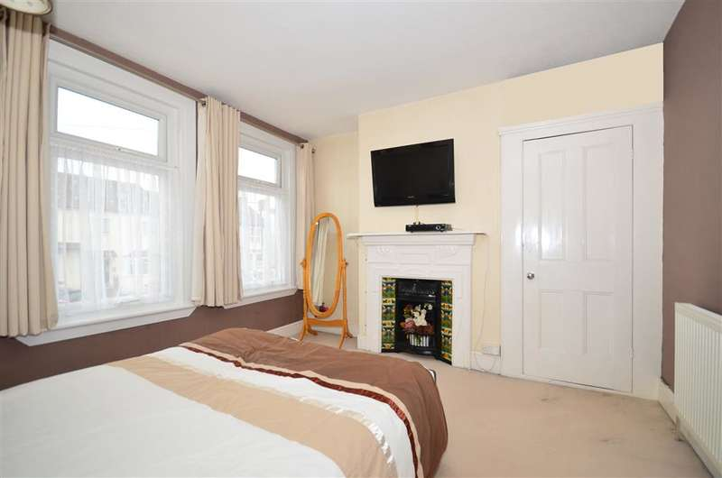 3 Bedrooms End Of Terrace House for sale in Napier Road, Gillingham, Kent