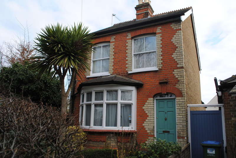 3 Bedrooms Detached House for sale in East Molesey