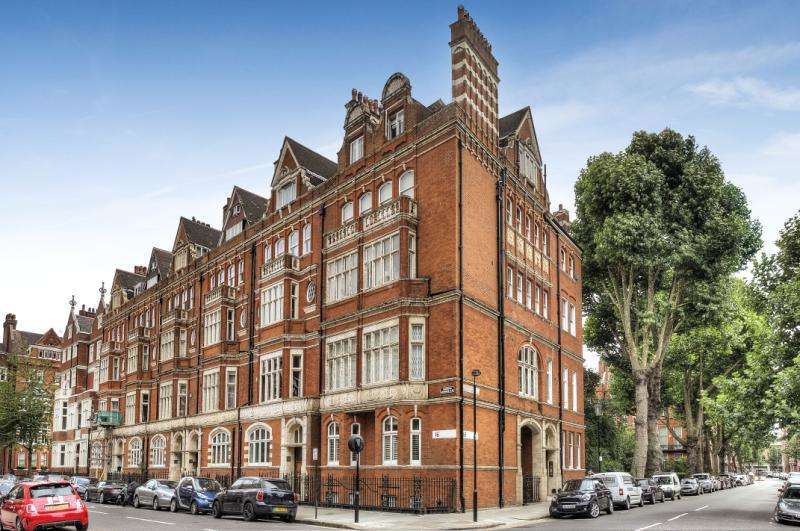 2 Bedrooms Maisonette Flat for sale in Cadogan Gardens, Chelsea, Knightsbridge, London, SW3