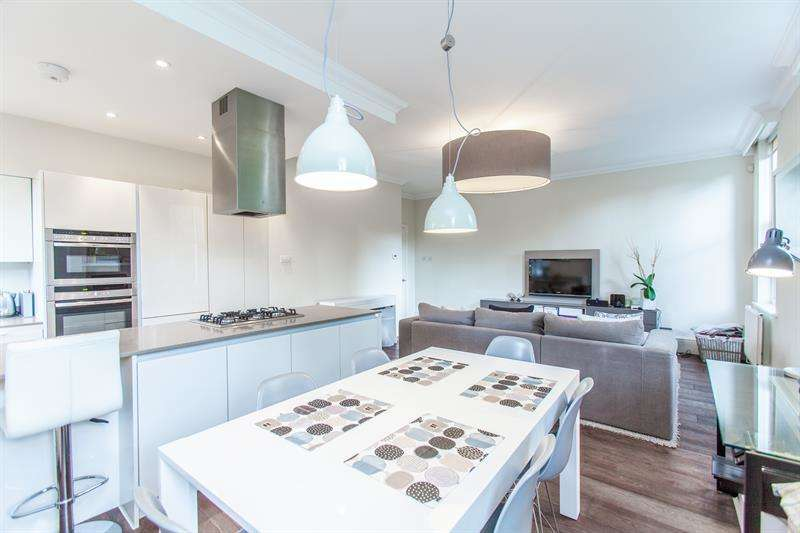 2 Bedrooms Flat for sale in Cromwell House, Irving Mews, London, N1