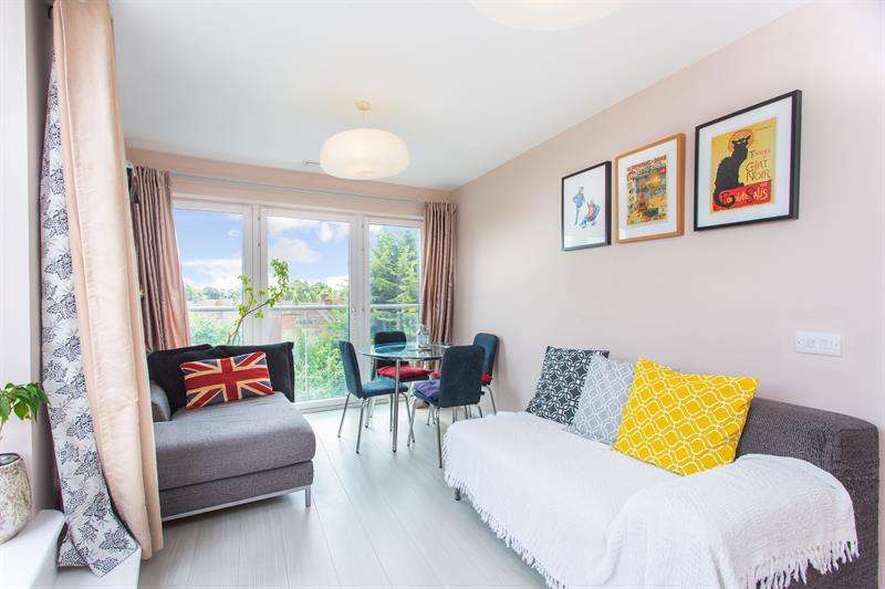 1 Bedroom Flat for sale in Banstead Court, 60 Westway, London, W12