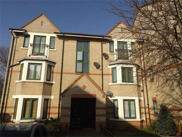 2 Bedrooms Flat for sale in Peel Close, London