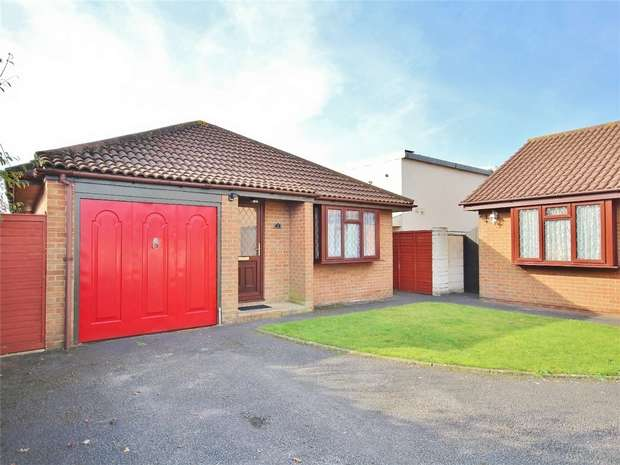 2 Bedrooms Detached Bungalow for sale in Rossmore Road, Parkstone, POOLE, Dorset