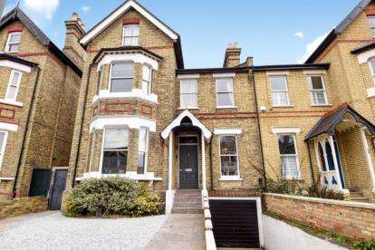 6 Bedrooms Semi Detached House for sale in Cedars Road, Beckenham