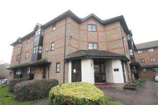2 Bedrooms Flat for sale in Donnington Court, Bow Arrow Lane, Dartford, Kent