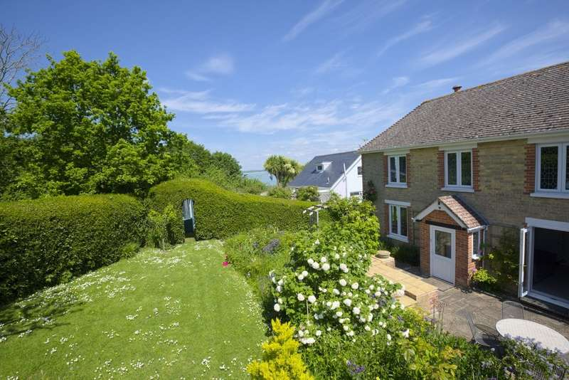 3 Bedrooms Detached House for sale in Gurnard, Isle Of Wight