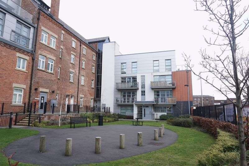 2 Bedrooms Flat for sale in Cooper Street, Stockport