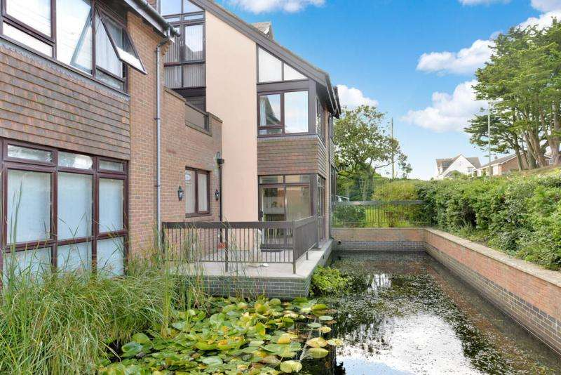 2 Bedrooms Apartment Flat for sale in Barton Green, NEW MILTON, BH25