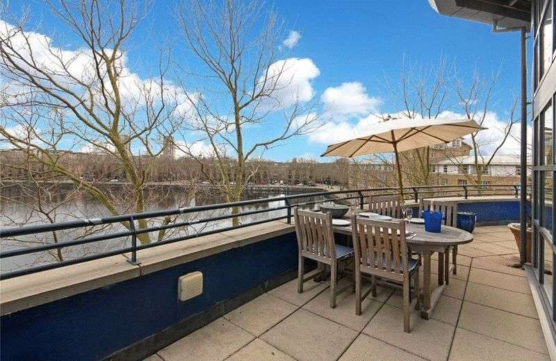 2 Bedrooms Flat for sale in A stylish penthouse apartment with stunning wraparound terrace (27.6 Sq. mtrs) forming part of the third floor/fourth floor of this secure sought afte