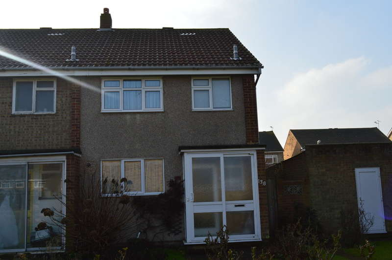 3 Bedrooms End Of Terrace House for sale in Wakeley Road, Rainham, Gillingham