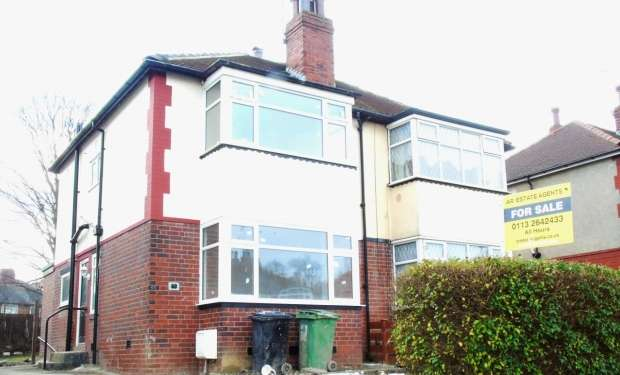 3 Bedrooms Semi Detached House for sale in Amberton Road Oakwood Leeds