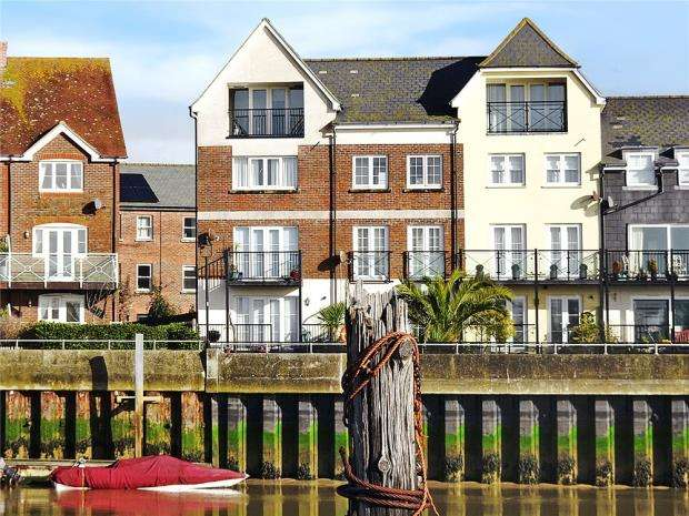5 Bedrooms End Of Terrace House for sale in Netley Court, Surrey Street, Littlehampton, BN17