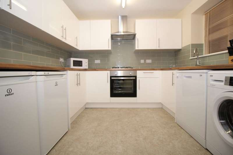 3 Bedrooms Flat for rent in Halstead Road, Portsmouth, PO6