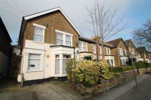 2 Bedrooms Maisonette Flat for sale in George Lane, Lewisham, London