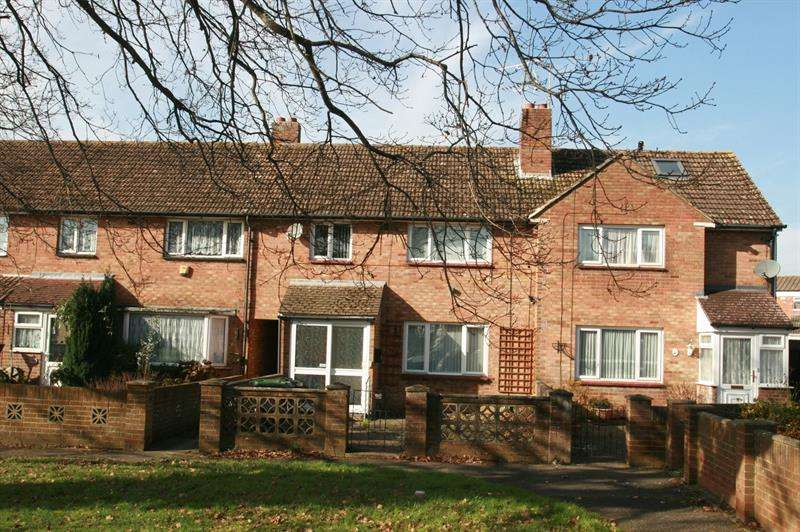 3 Bedrooms Town House for sale in Middle Park Way, Havant