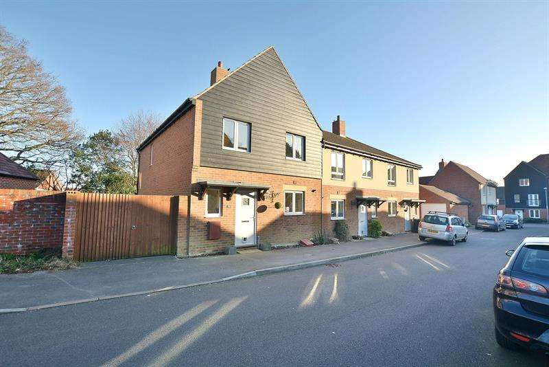 4 Bedrooms End Of Terrace House for sale in Cecil Place, Lytchett Matravers, Poole