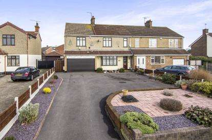 5 Bedrooms Semi Detached House for sale in Grays, Essex