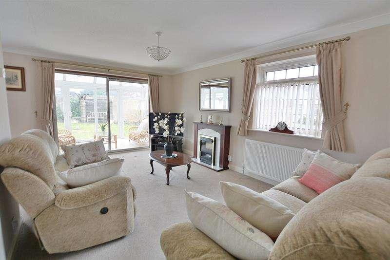 3 Bedrooms Detached Bungalow for sale in Blackthorn Way, Verwood