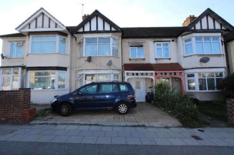2 Bedrooms Flat for sale in Horns Road, Ilford