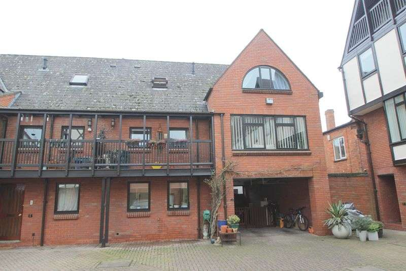 3 Bedrooms Semi Detached House for sale in Lysander Court, Ely Street, Stratford-Upon-Avon