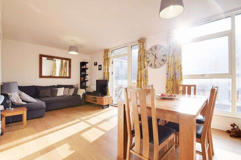 2 Bedrooms Flat for sale in hamella House, Sadler Place, London