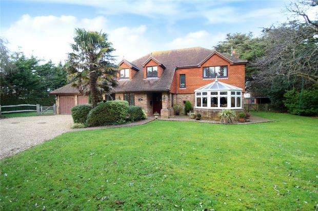4 Bedrooms Detached House for sale in Springfield Close, Willowhayne Estate, East Preston, West Sussex, BN16
