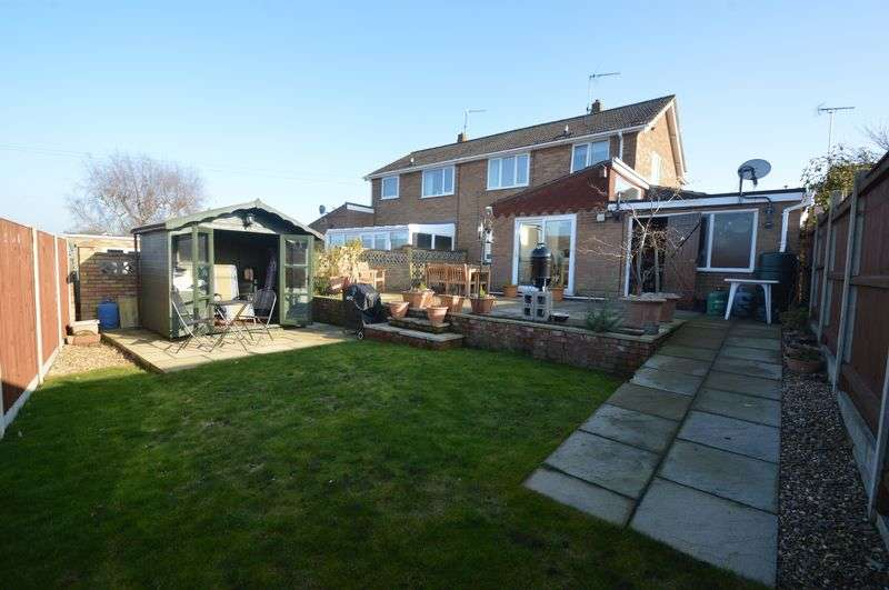 3 Bedrooms Semi Detached House for sale in Woodhill Rise, New Costessey, Norwich