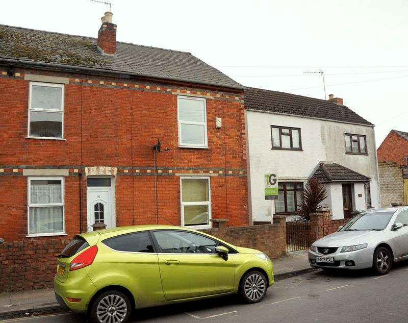 2 Bedrooms Terraced House for sale in Tredworth Road, Gloucester