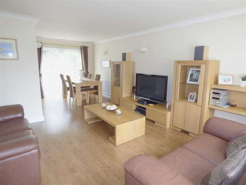 3 Bedrooms Property for sale in Shaftesbury Drive, Hopwood, HEYWOOD, Lancashire, OL10