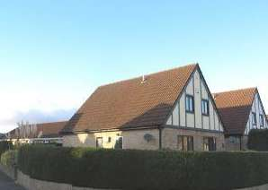 3 Bedrooms Detached House for sale in The Hollies