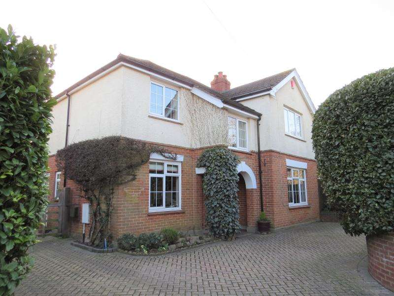 4 Bedrooms Detached House for sale in Lovely Character Home