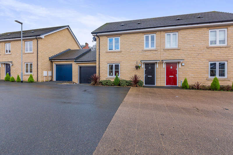 3 Bedrooms Semi Detached House for sale in Queen Street, Darwen, BB3