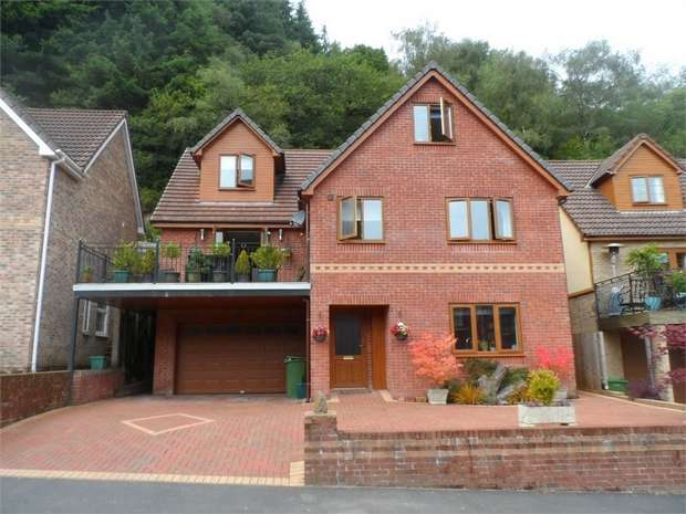6 Bedrooms Detached House for sale in The Glade, Wyllie, BLACKWOOD, Caerphilly