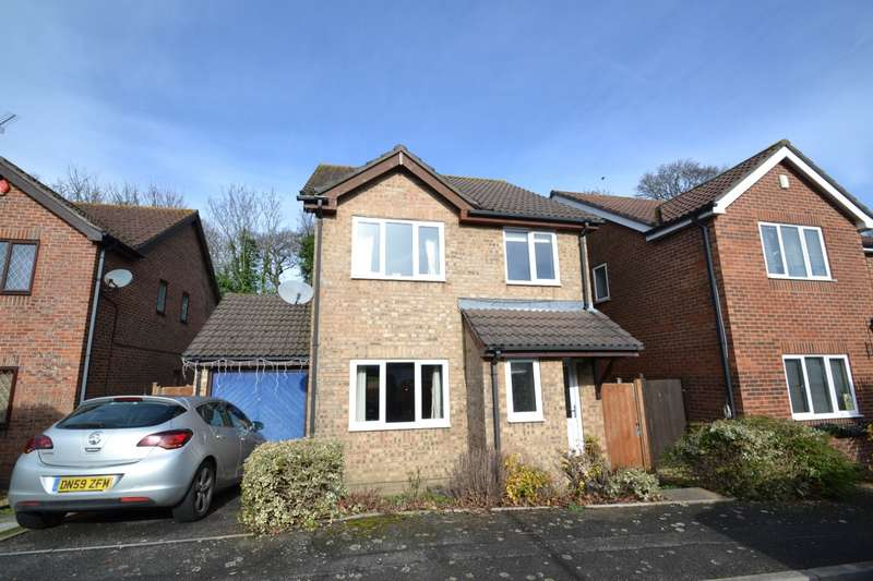 3 Bedrooms Detached House for sale in Castledean